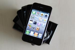 Издание The Verge назвало  iPhone 4 лучшим гаджетом десятилетия